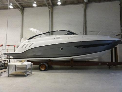 Triton Yachts 370