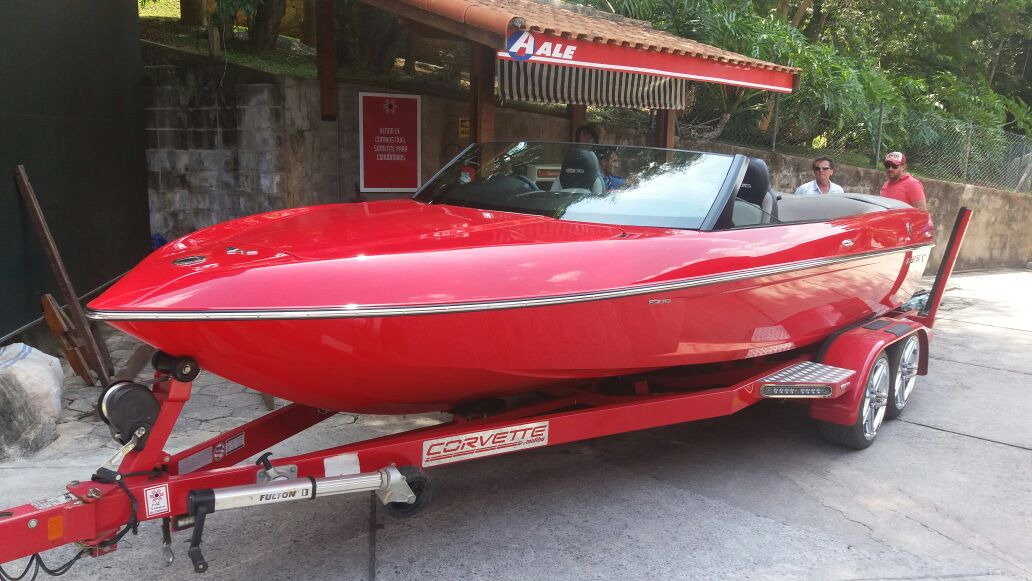 Malibu Boats Z06 Limited Edition Sport-V