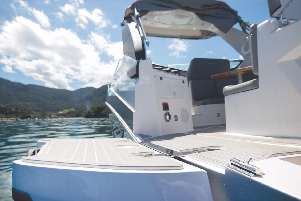 Ventura V300 Day Cruiser