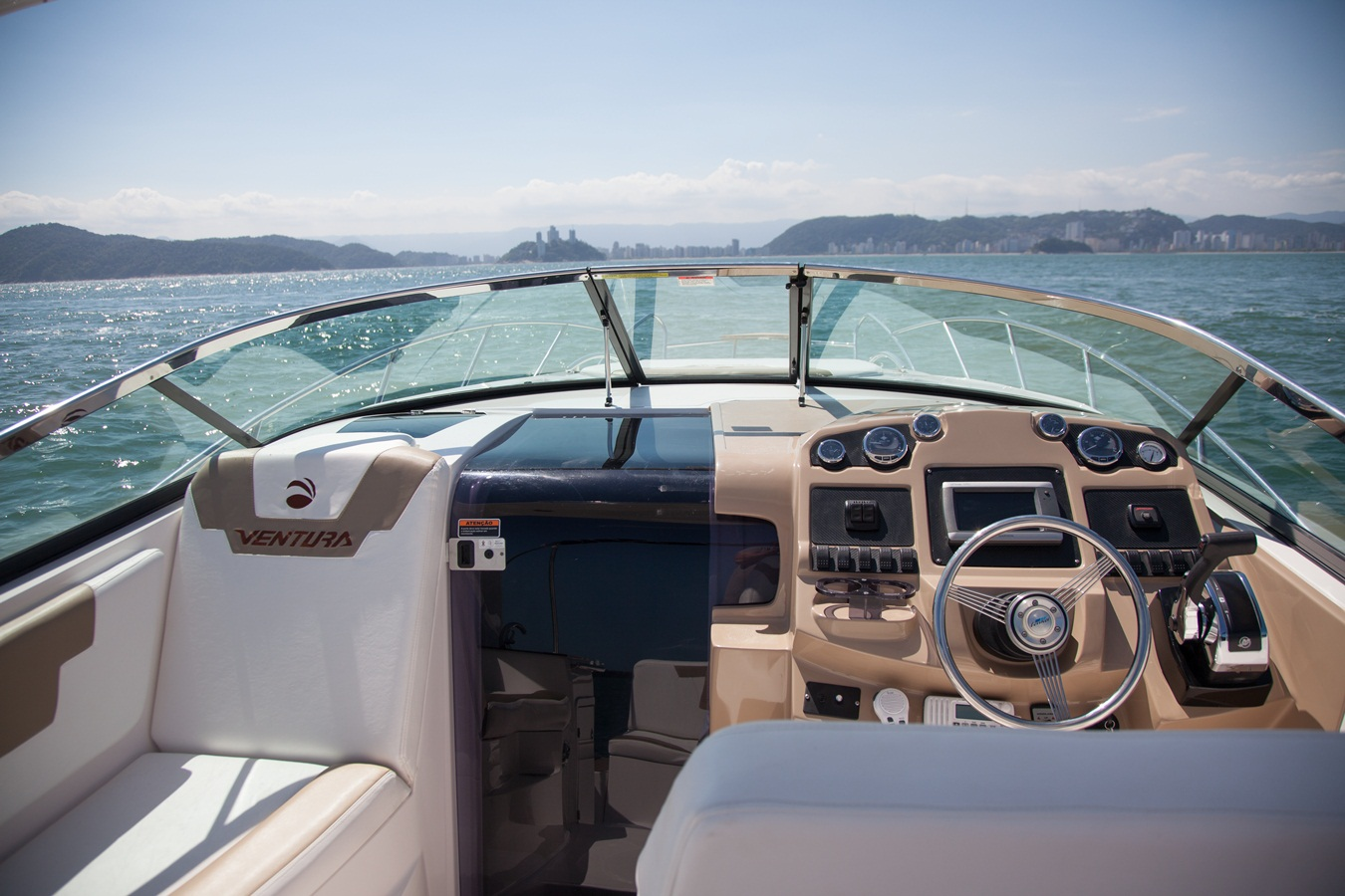 Ventura V350 Day Cruiser
