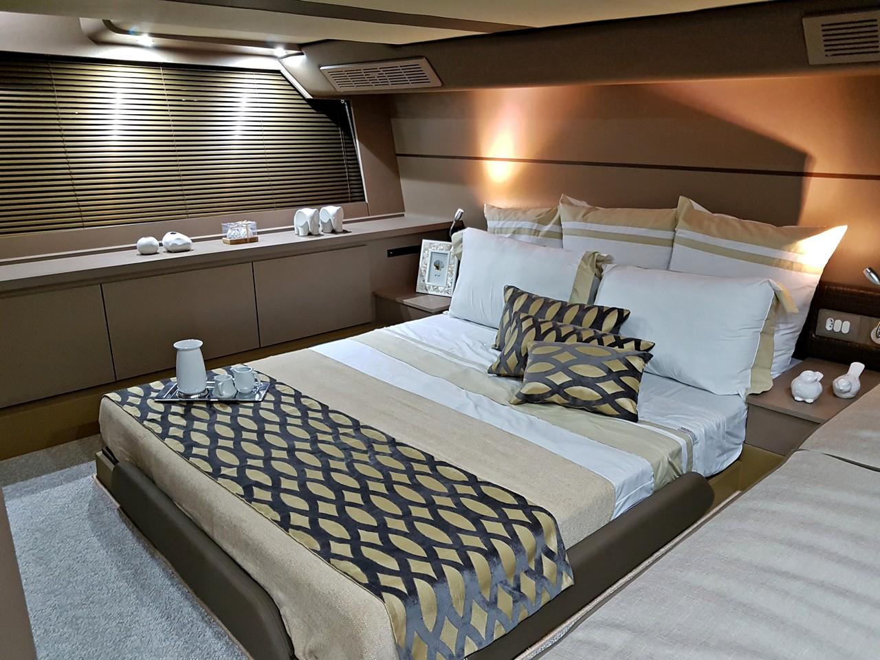 Triton Yachts 52 FLY