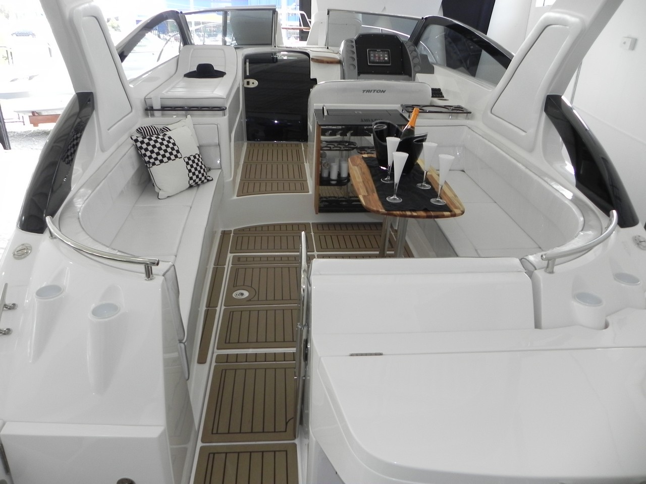 Triton Yachts 380