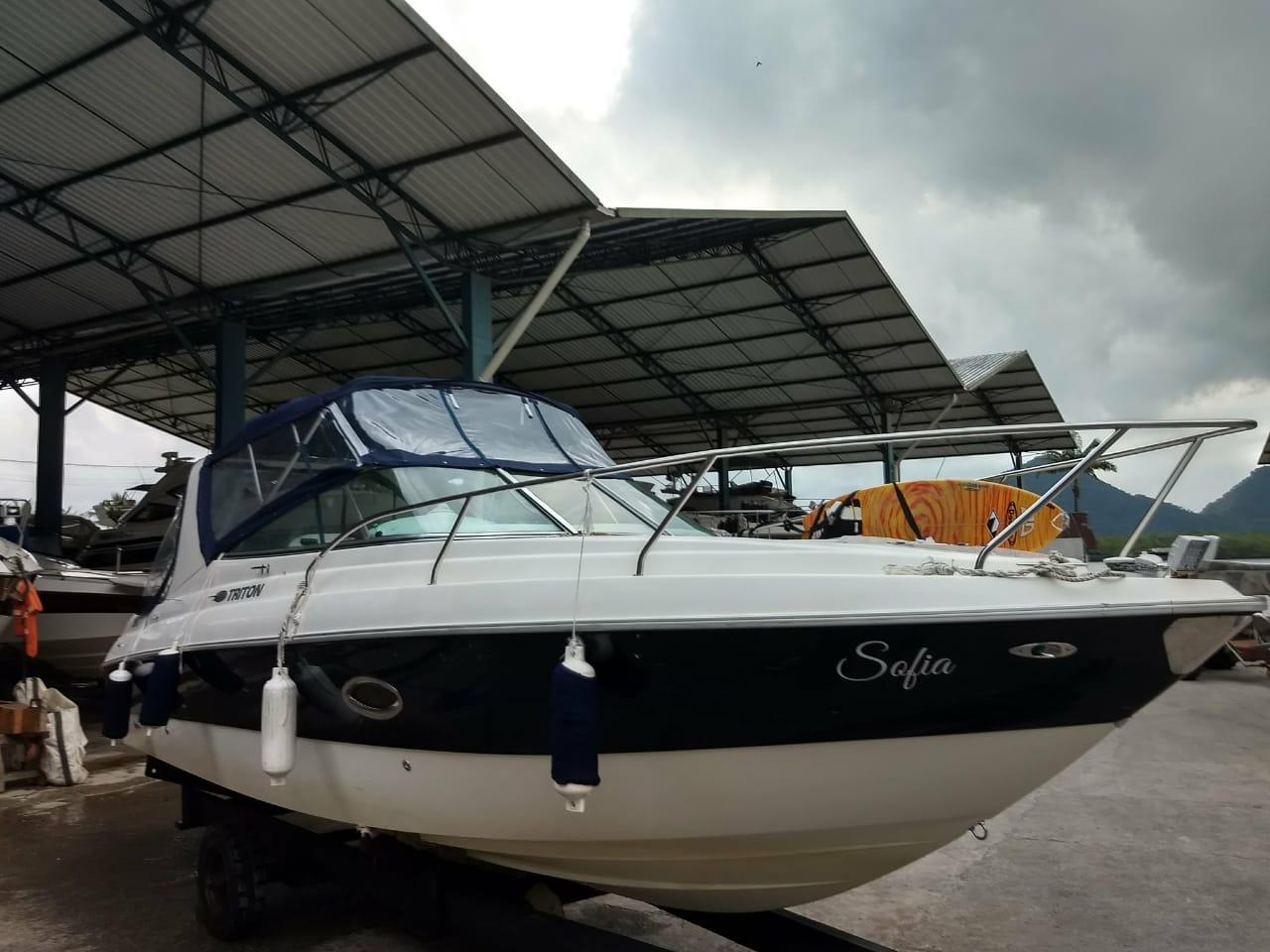 Triton Yachts 260