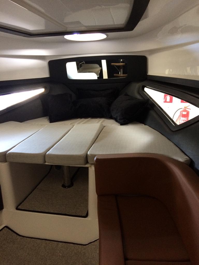 Triton Yachts 370 HT
