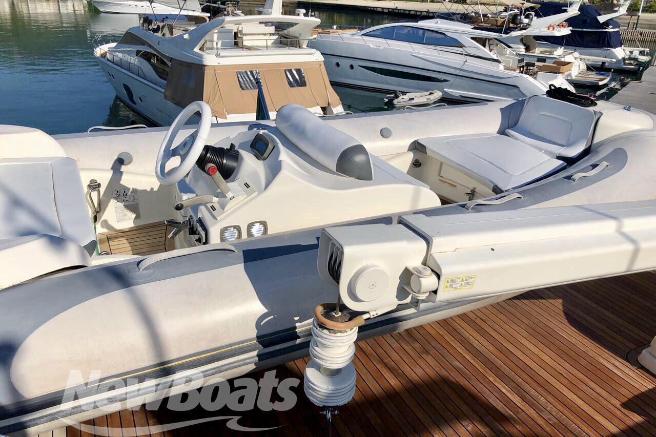 Ferretti Yachts 88