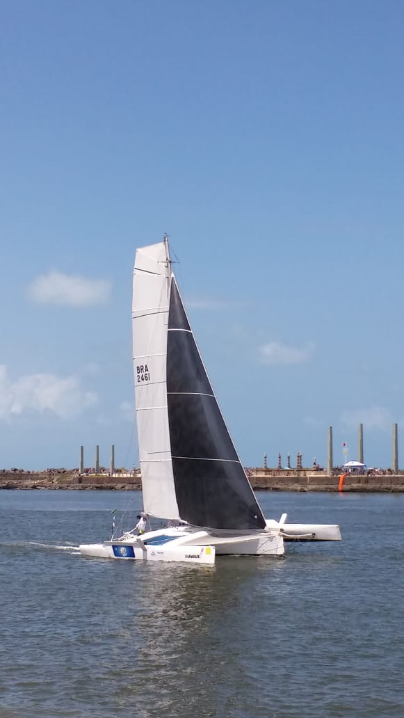 Argentino Multicasco Trimarã