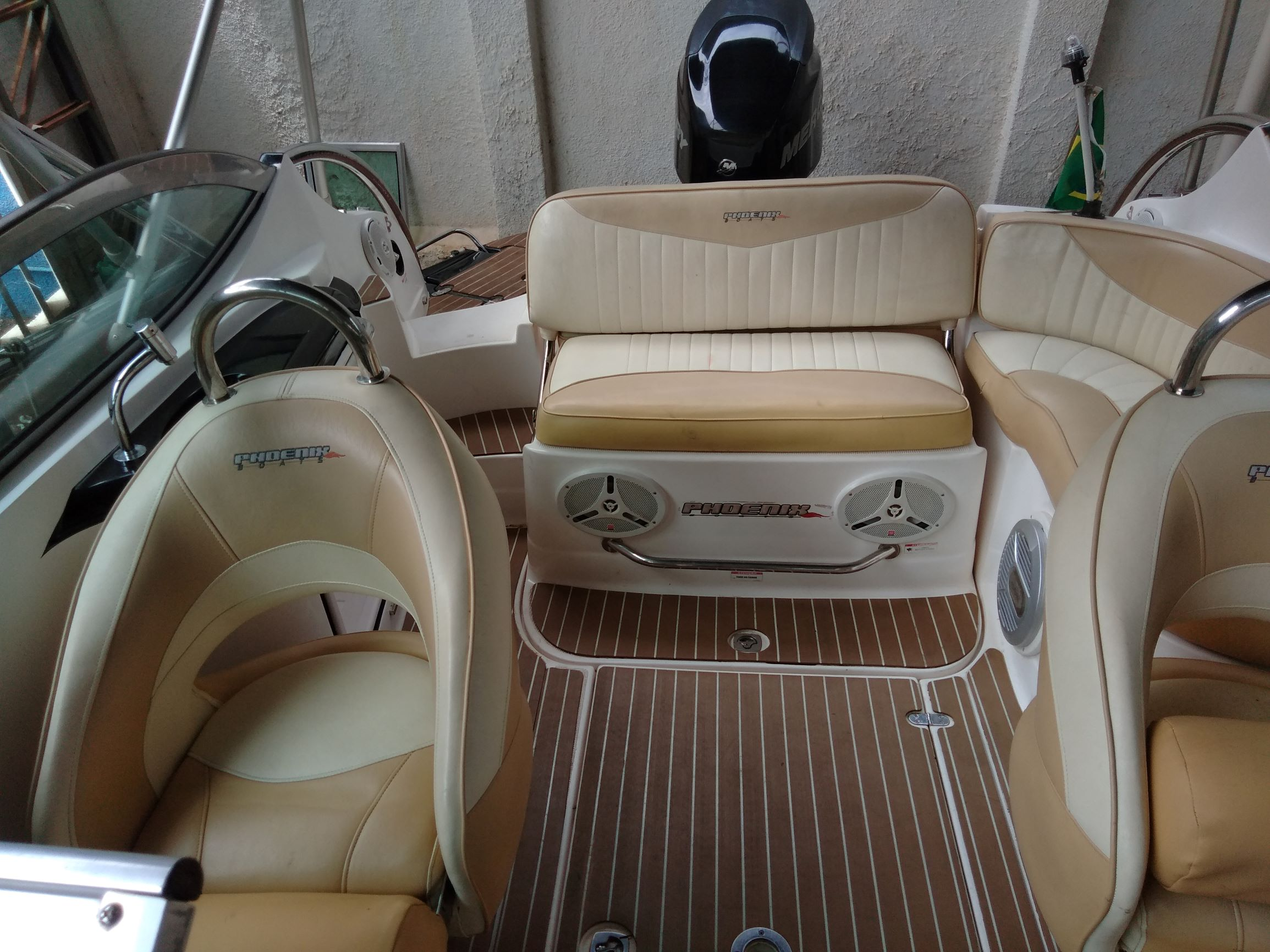 Phoenix Boats 255 platinun