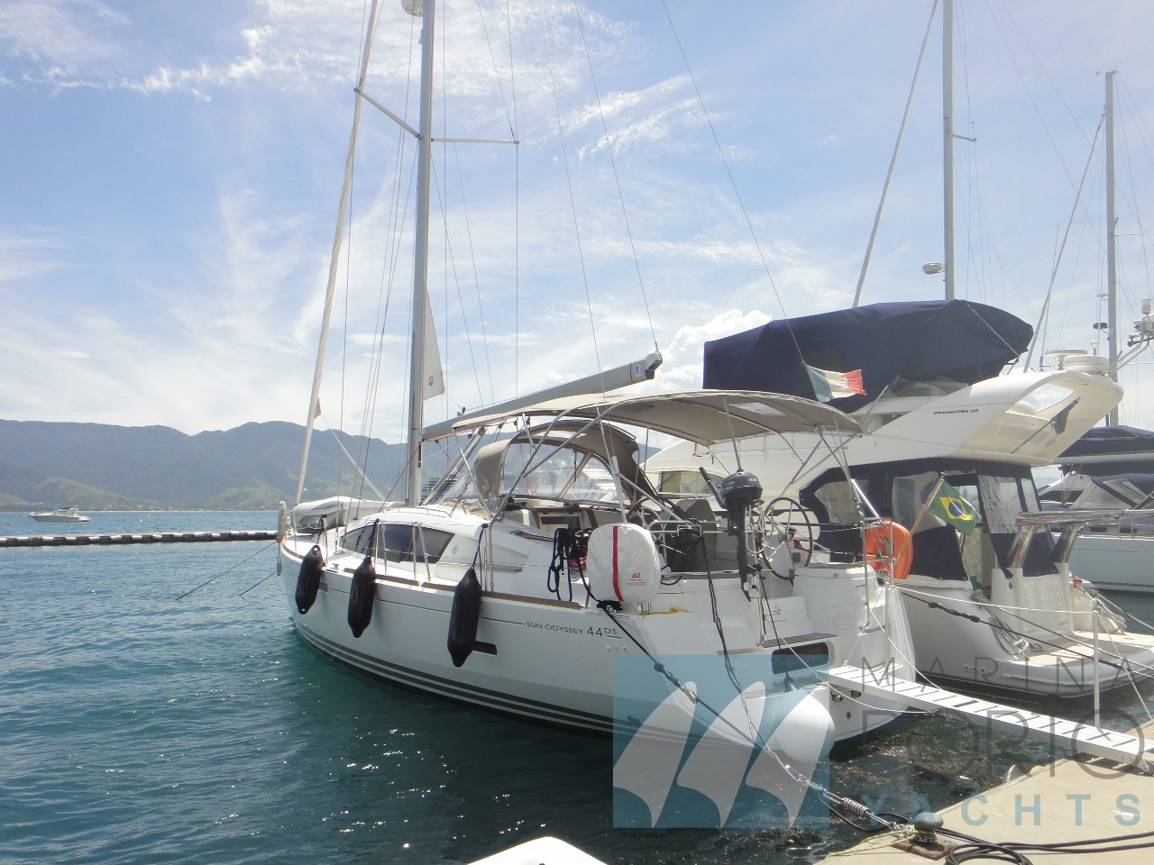 Jeanneau Sun Odyssey Catamarã