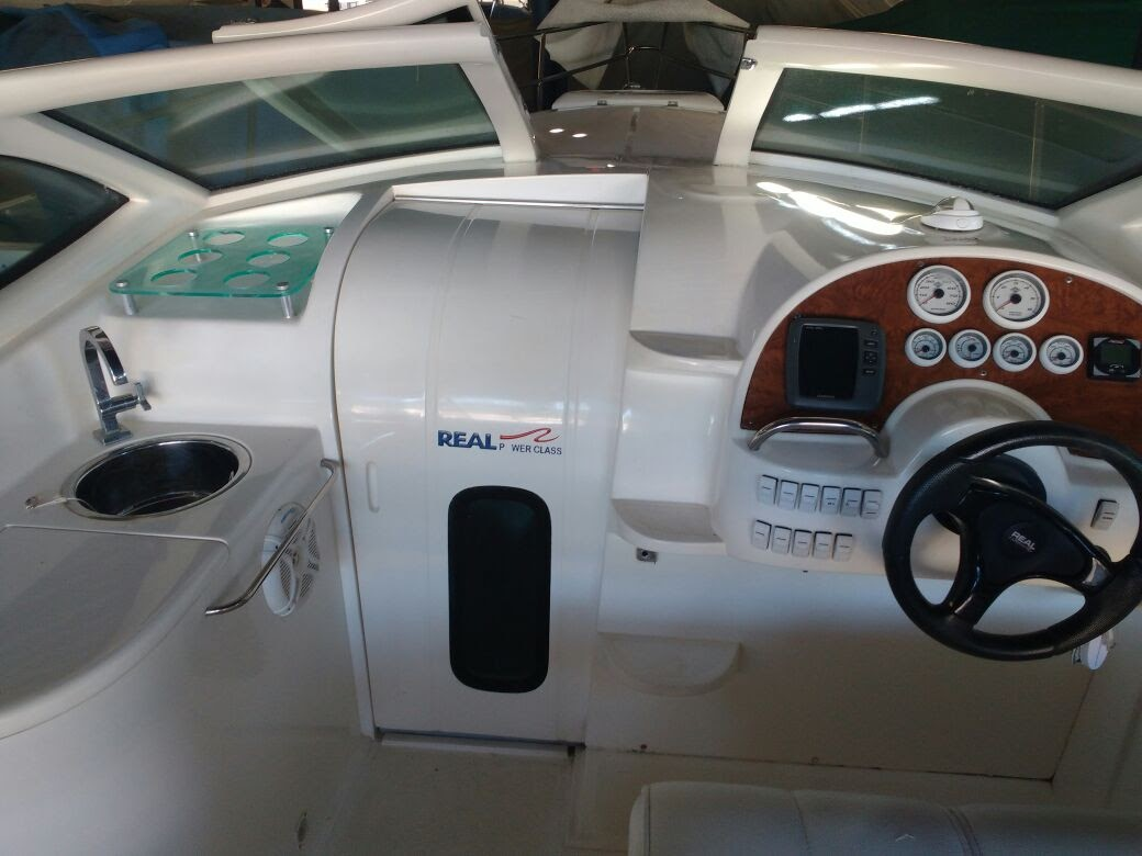 Real Powerboats Class 26 Cabin Centro