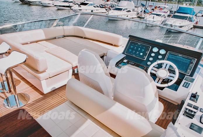 Azimut Yachts 83