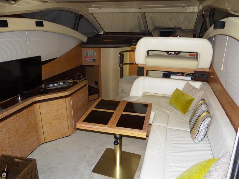 Azimut Yachts 38 Flybridge