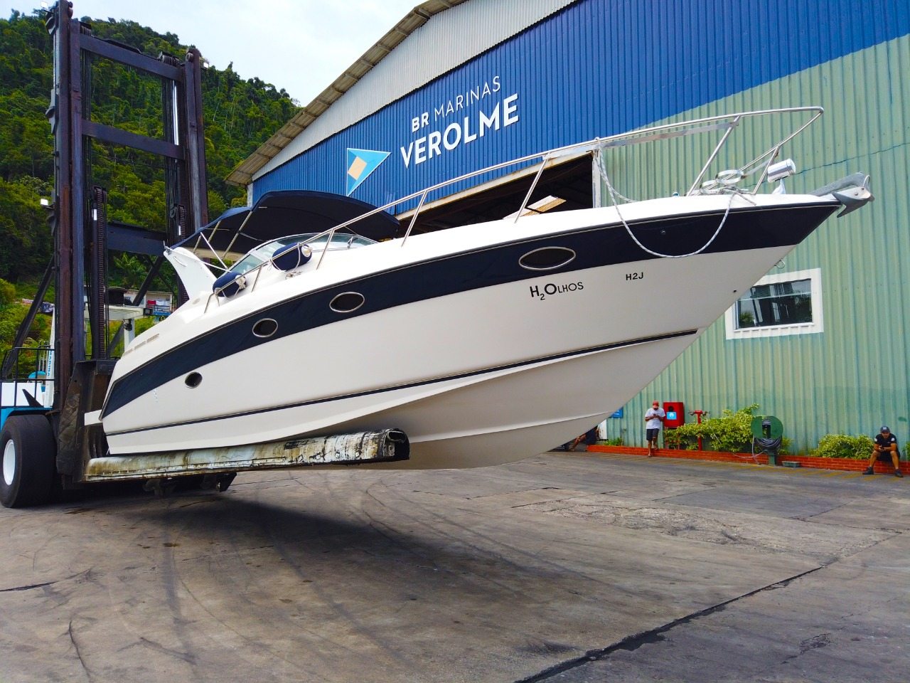 Regal Boats 32